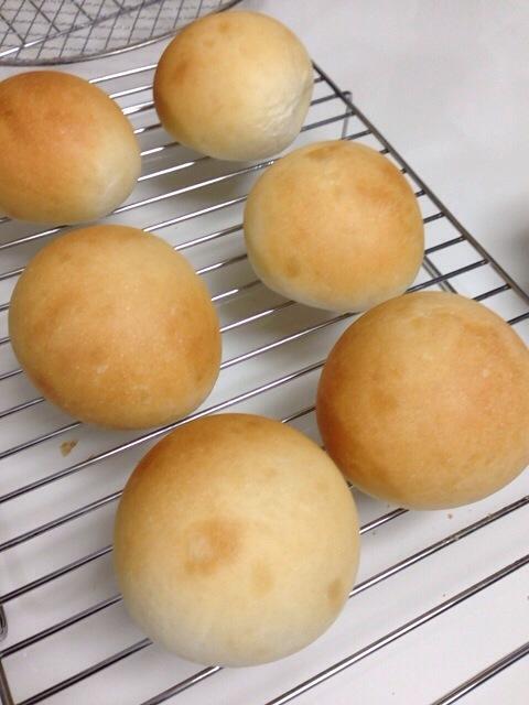 とりあえず簡単に丸パン。